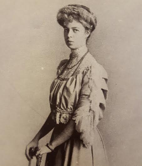 Eleanor Roosevelt as a debutante, upon returning from Europe.  (FDRL)