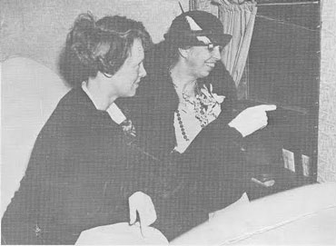 Eleanor Roosevelt flying with Amelia Earhart. (ebay)