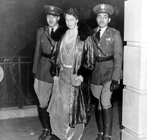 This image of the First Lady at Howard University being escorted by two African-American honor guards sent a powerful message and proved controversial in mid-1930s America. (carlanthonyonline.com)