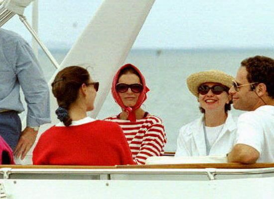 Jackie Onassis and Hillary Clinton on a summer cruise, 1993. (Pinterest)